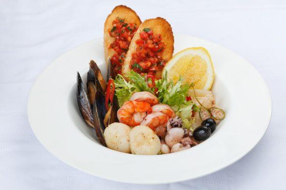 Салат с морепродуктами Ресторан Цирк