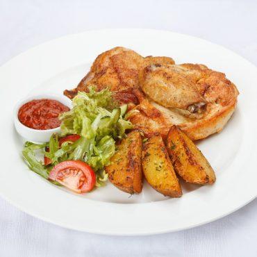 Цыпленок на гриле с аджикой и картофелем